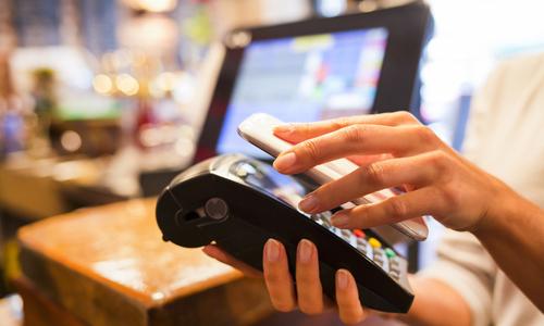 Ngân hàng Việt đẩy mạnh thanh toán qua thiết bị di động