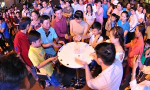 Giới trẻ Sài Gòn đón năm mới tại Hồ Bán Nguyệt