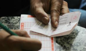 Mua bốn bộ số, khách hàng ở Hà Nội trúng Jackpot hơn 300 tỷ đồng