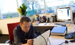 Elon Musk kiếm và tiêu tiền như thế nào