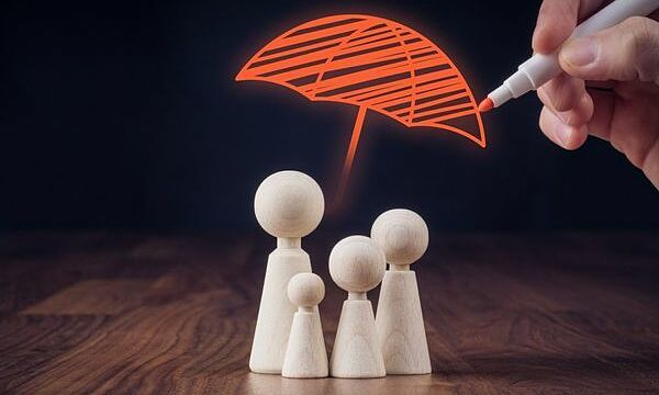 50 tuổi có nên mua bảo hiểm nhân thọ?