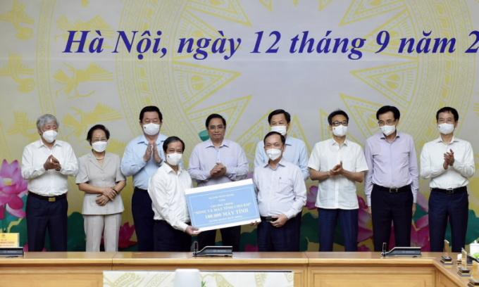 BIDV tài trợ 100.000 máy tính cho học sinh khó khăn vùng dịch